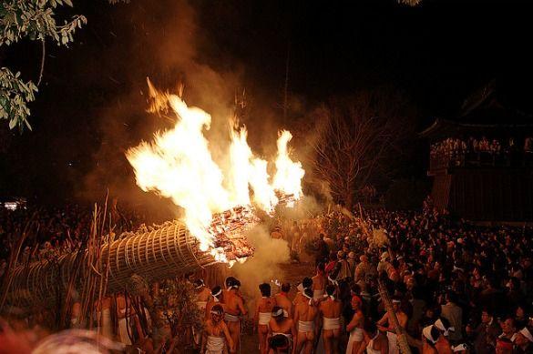 Shinto Naked Festival, Hadaka Matsuri: Unusual Religious Rituals Around the World: a BootsnAll article by Simone Cannon