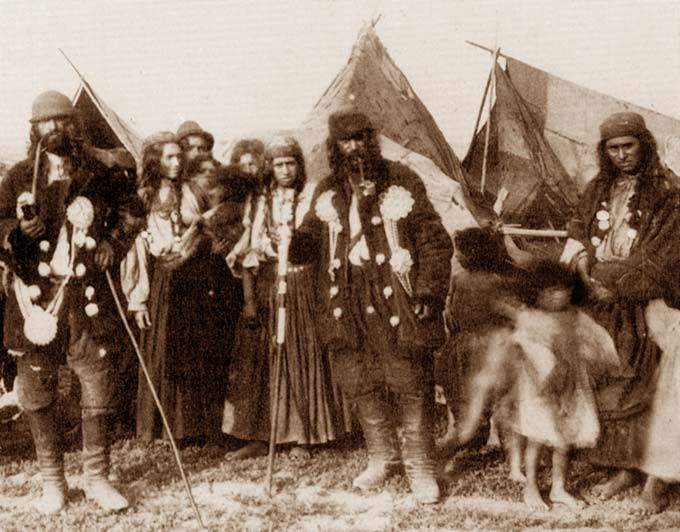 Kalderash Roma's camp | 1892 | Kotlyars' felt hats could be of different styles — they were also borrowed from peasants of Eastern Europe. But as tabor tinkers went far from their motherland French or Russian people took their hats for a special Gypsy piece of clothes.