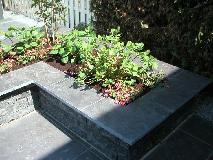 Plantenbak van natuursteen