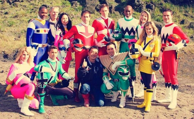 This behind the scenes picture from the upcoming 20th anniversary team-up episode of Power Rangers Super Megaforce is beyond cool. I'm so excited to see this episode. :)