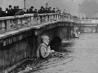 The 1910 Flood.The Zouave Soldier on the Alma Bridge serves as a measuring instrument for water levels, Paris