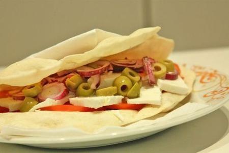 Piadina alla greca, ricetta light per un pranzo ipocalorico