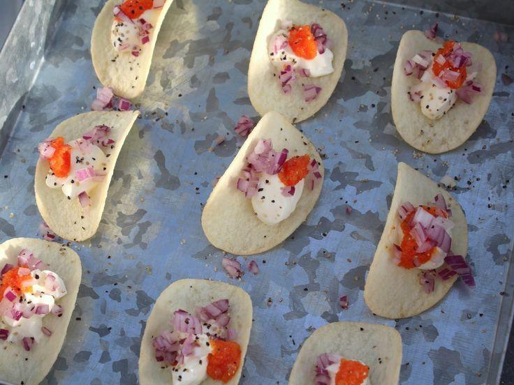 Pringles med gräddfil, rödlök och eventuellt rom