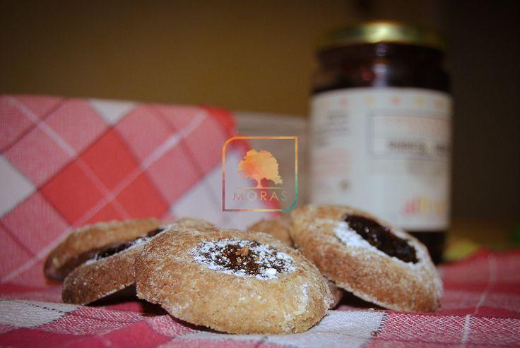 Biscotti golosi farciti con marmellata