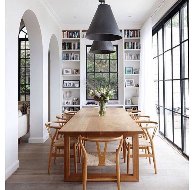 floor to ceiling windows long dinner table floorboards and mini library - Wintergarten Entwirft Ideen
