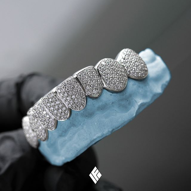 Solid 14K White Gold Bottom 8 Grills Fully Iced Out In VS+ White Diamonds. Custom made for @iammelvingordoniii  #MelvinGordon #Grillz #DiamondTeeth #CustomJewelry #IFANDCO