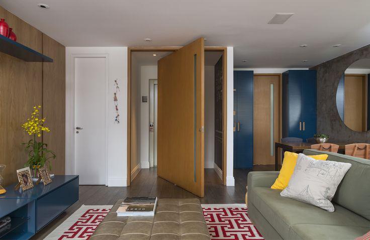 Olha o charme dessa porta e do ambiente que surge...