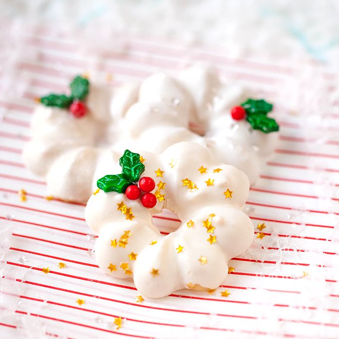 Spritz Christmas Cookies – Dipped and Delish! Wilton Cake Decorating