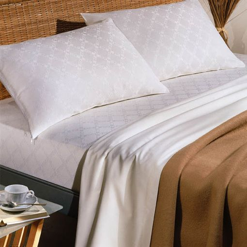 Couverture qualité hôtel   Acrylique, laine haut de gamme et polypropylène