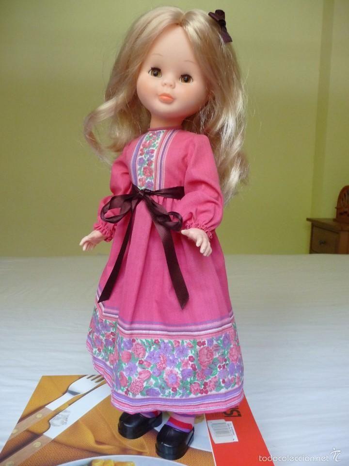 Nancy de Famosa articulada rubia ojos marron margarita con conjunto fucsia zuecos y calcetines nueva - Foto 1