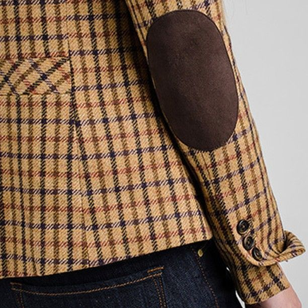 "Detalle blazer de tweed con codera, un infaltable esta temporada en nuestra tendencia ""tweed run"" @savillerowofficial #savillerow #savillerowofficial #Woman #AW2016 #must #Tweed"