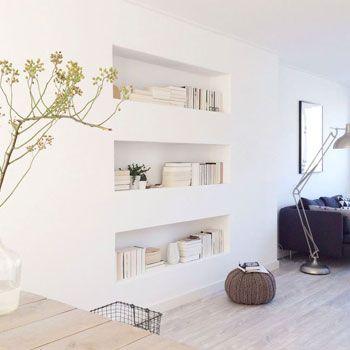Wil je een ander soort boekenkast dan de standaard boekenkast die je tegen de wand aanzet? Ga voor een inbouw boekenkast op maat! In onze nieuwe blog vind je genoeg inspiratie http://100procentkast.nl/blog/inspiratie-voo-je-boekenkast-11-9/