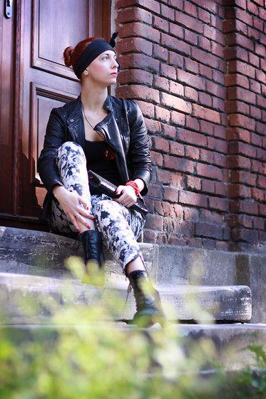 More looks by Karolina Gazela ***: http://lb.nu/modi_modisho  #blackandwhite #red #sunnyday #redhair #flowers