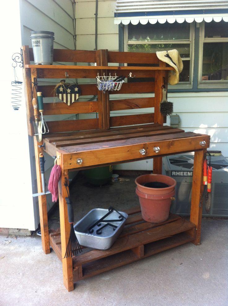 Pallet potting bench @Emily Schoenfeld Schoenfeld King