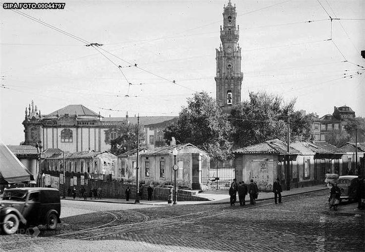 Torre+dos+Clérigos+e+o+mercado+do+Anjo+em+processo+de+demolição,+em+1952.jpg (Imagem JPEG, 749x518 pixéis)