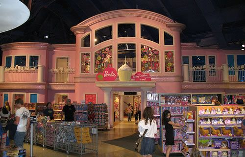 """The famous Barbie dollhouse in Toys """"R"""" Us Times Square"""