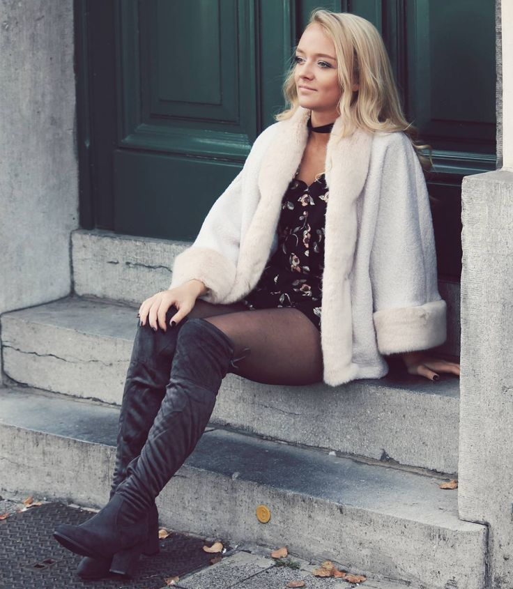❄ Keep yourself warm with this cape! ❄ 》》 Outfit of the day   With MissWellnessStyle2016 @vancampenhoutina  #cape #pink #beige #warm #fur #wool #musthave #coat #warmcoat #winter #model #antwerp #influencer #belgianmodel #blonde #beautiful #girl