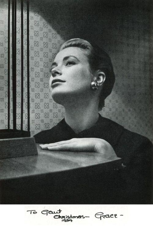 """iwishiwasaniconoclast: """"Grace 1954 regalo di Natale per la sua amica Gant Gaither: Ritratto della giovane attrice nel suo appartamento di Hollywood di Cecil Beaton. """""""
