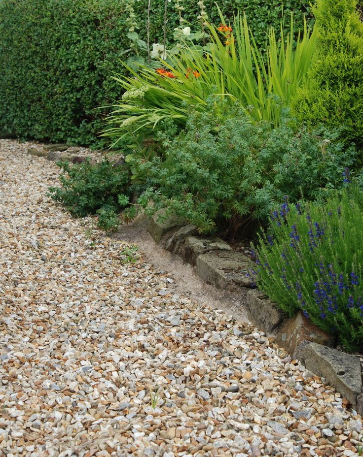 Part of a garden we supplied to in Chesterfield | Gold Flint 20mm Gravel