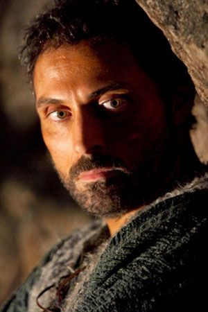 Rufus Sewell as Tom Builder - The Pillares of the Earth