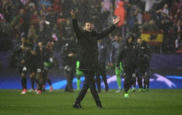 CORRECTION - Atletico Madrid's Argentinian coach Diego Simeone thanks their supporters at the end of the UEFA Champions League semi final second leg football match Club Atletico de Madrid vs Real Madrid CF at the Vicente Calderon stadium in Madrid, on May 10, 2017..Real Madrid secured their place in the Champions League final on today despite losing 2-1 away to Atletico Madrid in their semi-final second leg. / AFP PHOTO / PIERRE-PHILIPPE MARCOU / The erroneous mention[s] appearing in the…