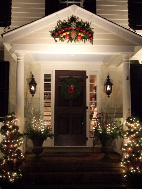 17 best ideas about colonial house exteriors 2017 on for Colonial home christmas decorations