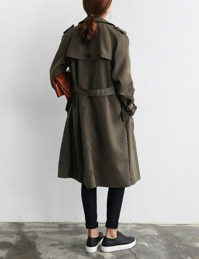 A Simple Khaki Trench Paired With A Pair of Pumps Make For A Perfect Casual Chic Outfit