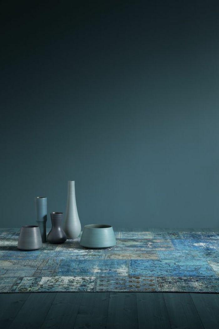 peinture bleu canard, vases bleus, décoration d'espace bleu paon