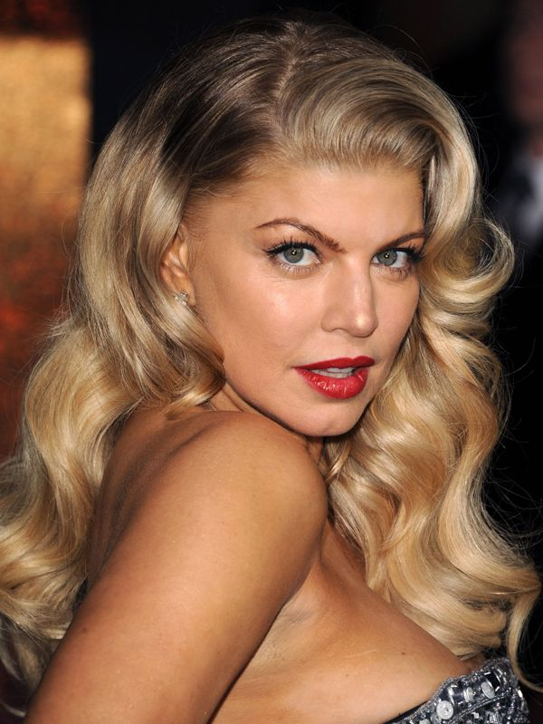 Kind of obsessing over Fergie's hair here...if I can master this look, this may be a winner!