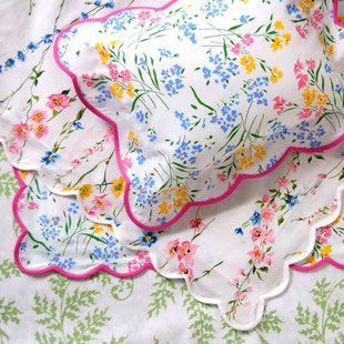 Porthault linens: Bedrooms Wa, Childhood Bedrooms, Porthault Linens, Dporthault Beds, Beds Linens, Bedrooms Decor, Girls Rooms, Floral Linens, Beautiful Bedrooms