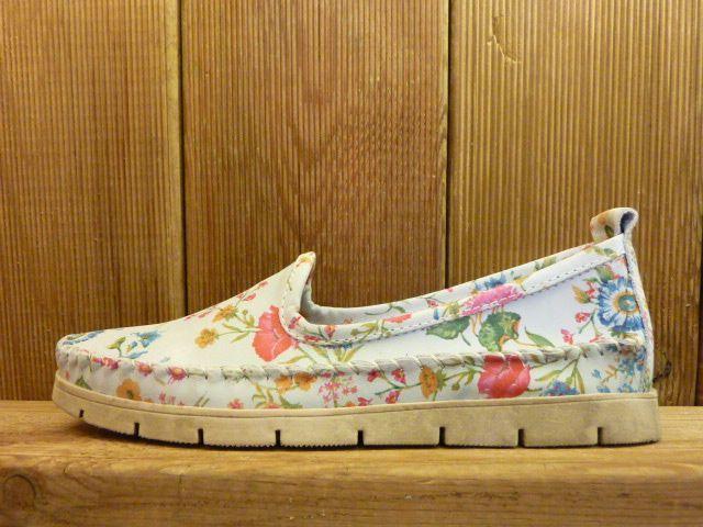 Double You Schuhe by Dessy hellblaue Mokassins mit Blumenmuster Damenschuhe mit pflanzlich gegerbtem Leder und weicher Gummisohle