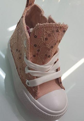 Χειροποίητα παιδικά αθλητικά sneakers   http://handmadecollectionqueens.com/παιδικα-χειροποιητα-sneakers  #handmade #fashion #Kid #sneakers #storiesforqueens #χειροποιητα #μοδα #παιδικο #παιδι #αθλητικα