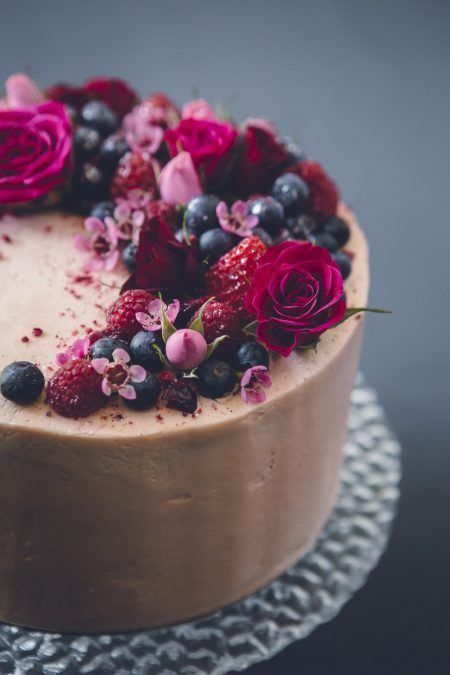 Chocolate cake w/ berries + fresh flowers