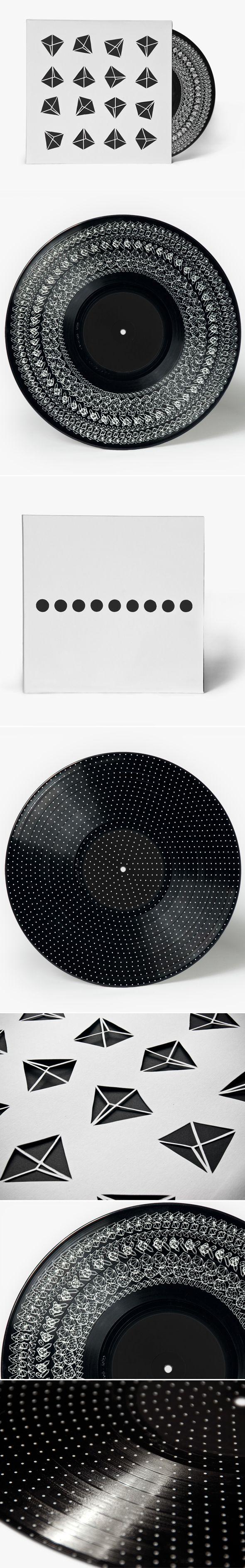 Le designer danois Michael Hansen est à l'origine de ce magnifique disque vinyle imprimé sur les 2 faces afin de « visualiser » la musique. Michael Hansen a spécialement pensé ce vinyle pour le compositeur de musique classique contemporaine, Allan Gravgaard Madsen.
