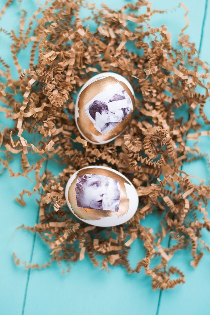 Cool and customized! DIY photo transfer Easter eggs.