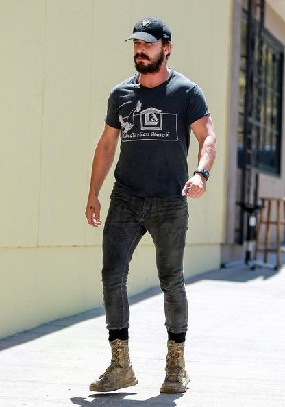 Shia LaBeouf Photos Photos - Shia LaBeouf finishes his lunch. - Shia LaBeouf Finishes His Lunch
