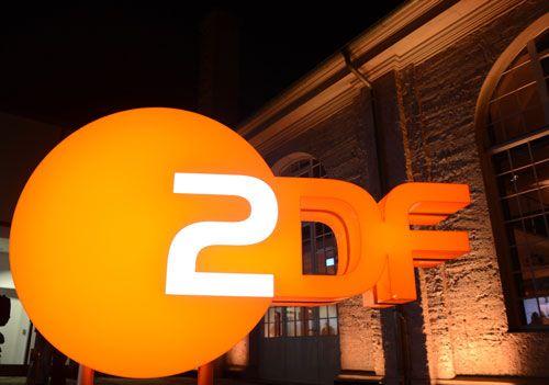 Unter arabic.ZDF.de und english.zdf.de sind Videos über deutsche Politik, Kultur und Themen in zwei Sprachen abrufbar