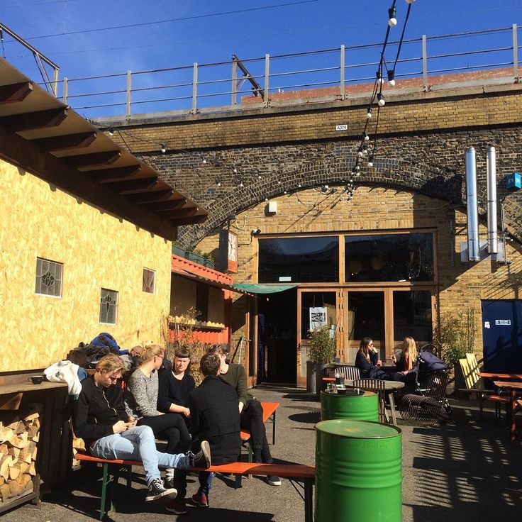 Sunny courtyard vibes at the #RoasteryBrewBar @climpsonsarch today