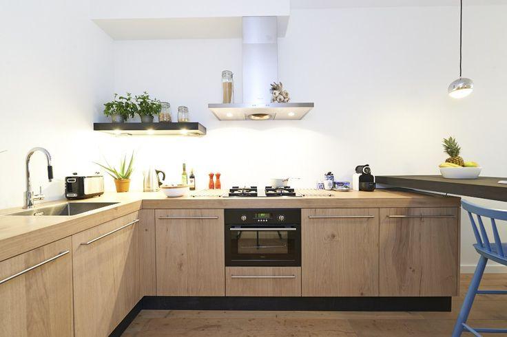 Houten keuken gefotografeerd voor verhuur in Amsterdam | tobiasmedia.nl