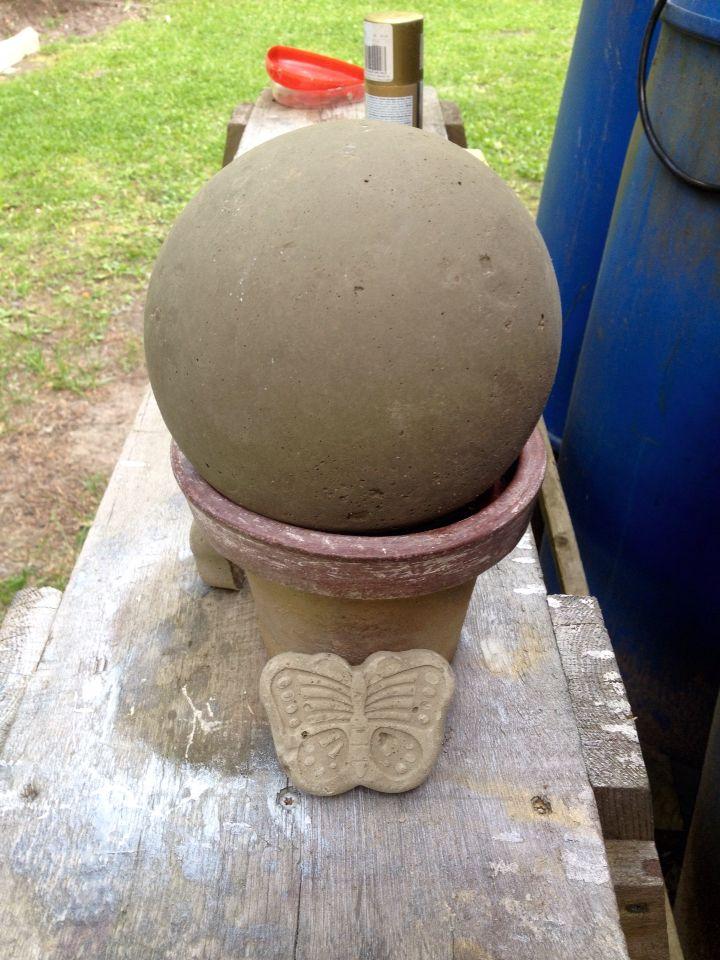 Шар из бетона