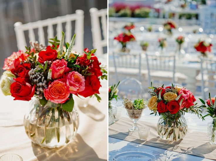 Bold colours in our flower compositions to express the festivity of the wedding day!