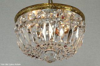 Plafonniere met kristallen 26248 bij Van der Lans Antiek. Meer kristallen lampen op www.lansantiek.com