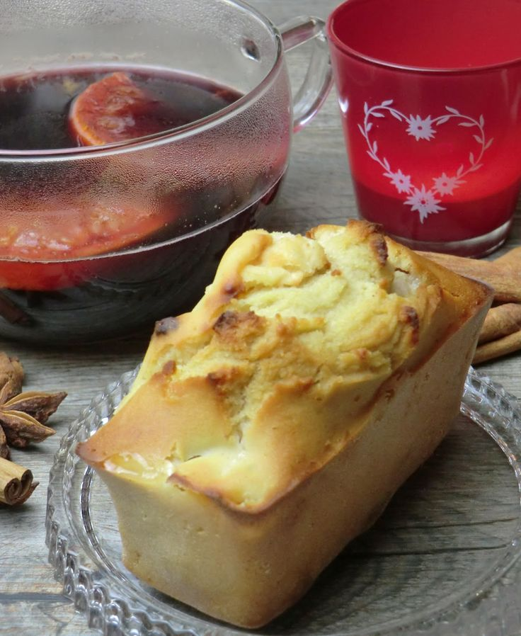 Cake aux pommes, raisins secs et cannelle sans gluten et sans lactose et son vin chaud aux agrumes et épices