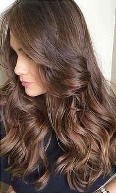 No instagram sempre bomba de cabelos maravilhoso e as novas tendencias, tenho visto muito falarem do tal Castanho Iluminado, mas qual a diferença dessa tendencia para as ombres ? Bem, essas mechas …