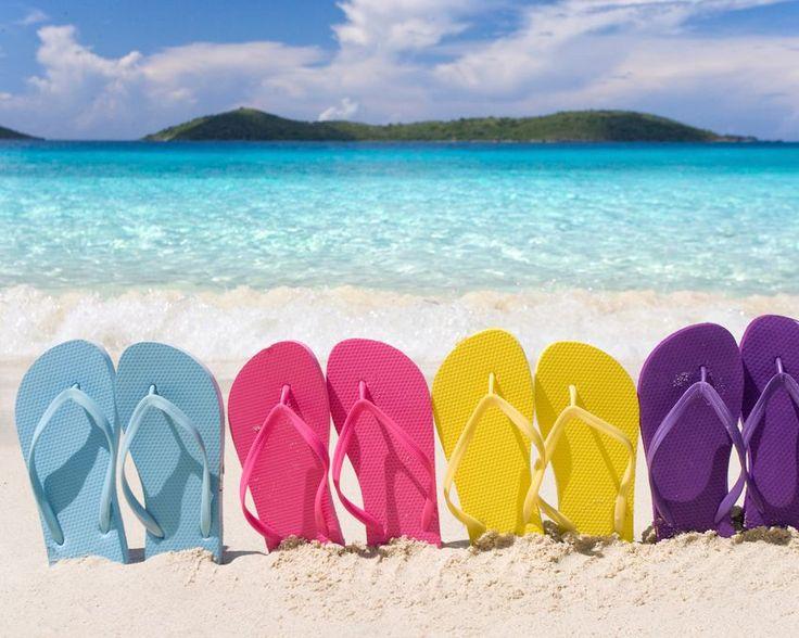 Partons en voyage!  #valises #voyages #passeport #sandales #promko #articlespromotionnels