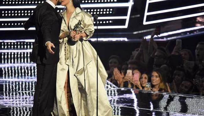 Rihanna and Drake Kiss Onstage in Miami