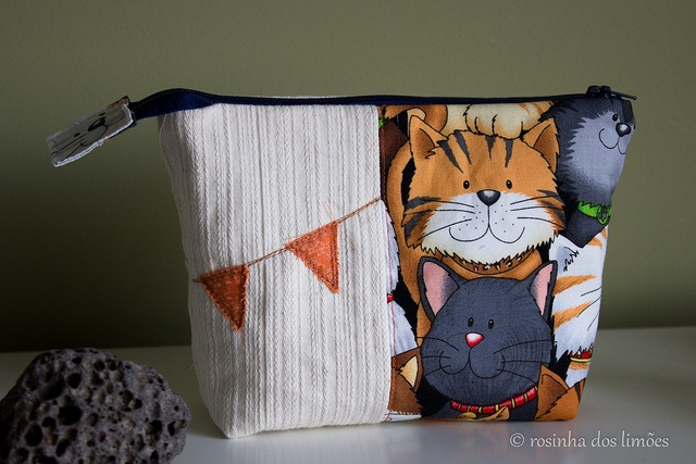 Necessaire gatos :), via Flickr.