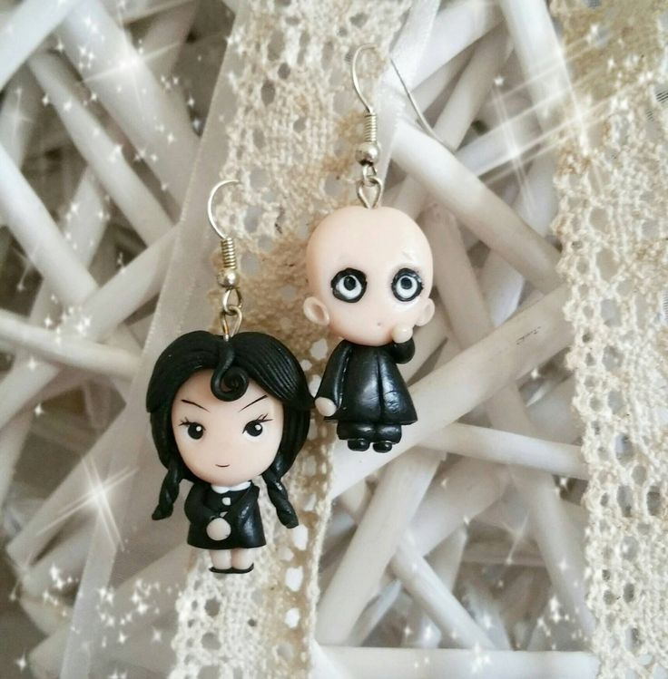Earrings addams family  wendsday  addams uncle fester  creepy  cute charm fimo Clay mercoledì addams  zio fester  orecchini di SogniDiFimoShop su Etsy