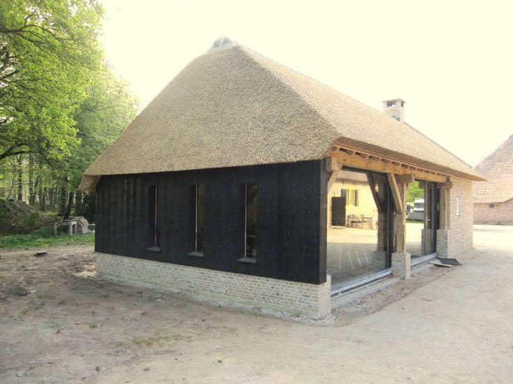 Linkerzij/voorgevel restauratie karschop aan de Heistraat te Ulvenhout van Landgoed Ulvenhart.