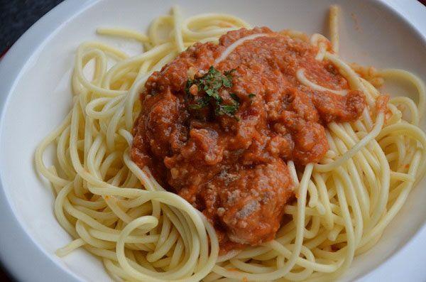 Dit recept is gemaakt voor 7 weckpotten van 1/2 liter maar u kunt de spaghetti bolognaisesaus ook maken om gewoon te eten!